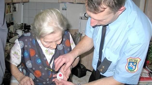 V Ostravě je mezi důchodci a handicapovanými lidmi zájem o nouzová tlačítka velký. Ilustrační foto.