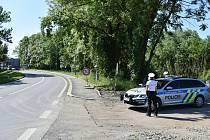 U mostu přes řeku Odru hlídkují během dne policisté se služebními vozidly i auty v civilním provedení.