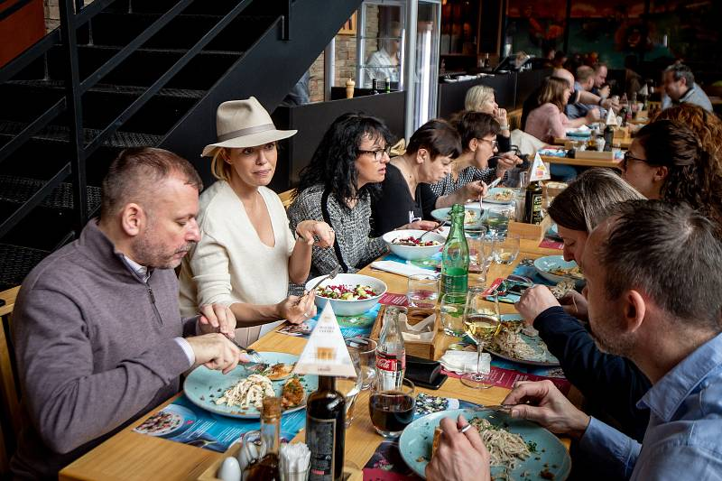 Taťána Gregor Brzobohatá zaštiťuje organizaci Nadace Krása pomoci, která propojila síly s Pizza Coloseum v projektu, v němž může přispět úplně každý návštěvník restaurace, 4. března 2020 v Ostravě.