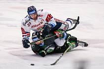 Předehrávka 42. kola hokejové extraligy: HC Vítkovice Ridera - BK Mladá Boleslav, 4. prosince 2018 v Ostravě. Na snímku (zleva) Roman Ondřej z Vítkovic a Orsava Jakub z Mladé Boleslavi