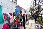 Tvoření velkého nápisu Svoboda, ta je k nezaplacení!!! je nově k vidění u bývalého dolu Jindřich v Nádražní ulici v centru Ostravy.