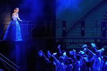 HANA FIALOVÁ (Evita) ve stejnojmenném muzikálu při zkoušce na jevišti Divadla Jiřího Myrona.