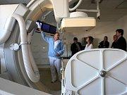 Vítkovická nemocnice v Ostravě, patřící do skupiny Agel, dokončila celkovou modernizaci interního pavilonu, v jejímž rámci začala pacientům při radiologickém vyšetření sloužit také nová sklopná stěna.