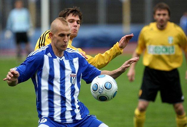 Jedna ze dvou včerejších předehrávek 27. kola II. fotbalové ligy mezi Vítkovicemi a Karvinou rozhodla o tom, že Vítkovická loď se definitivně potopila do třetiligových hlubin.
