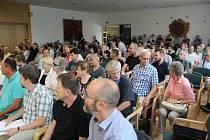 Porubské debaty k tramvajové trati se zúčastnilo asi dvě stě lidí.