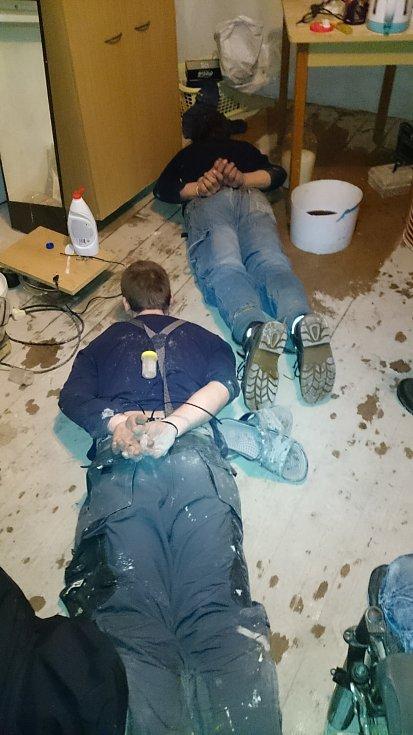 Za dramatických okolností se moravskoslezským policistům podařilo zadržet pětičlenný pervitinový gang z Frýdecko-Místecka. Při zatýkání asistovala i zásahová jednotka.