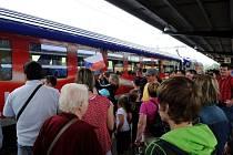 V neděli odpoledne zastavil na ostravském Hlavním nádraží vlak vezoucí Českou fotbalovou reprezentaci do Wroclavi na EURO 2012.