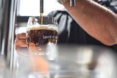 Černá Barbora. Obliba černého piva stoupá.