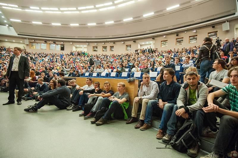 Prezident Miloš Zeman na besedě se studenty Vysoké školy báňské – Technické univerzity Ostrava, listopad 2014.