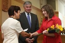 Nejúspěšnější středoškoláci v kraji přebrali v pondělí ocenění za studijní a mimoškolní úspěchy.