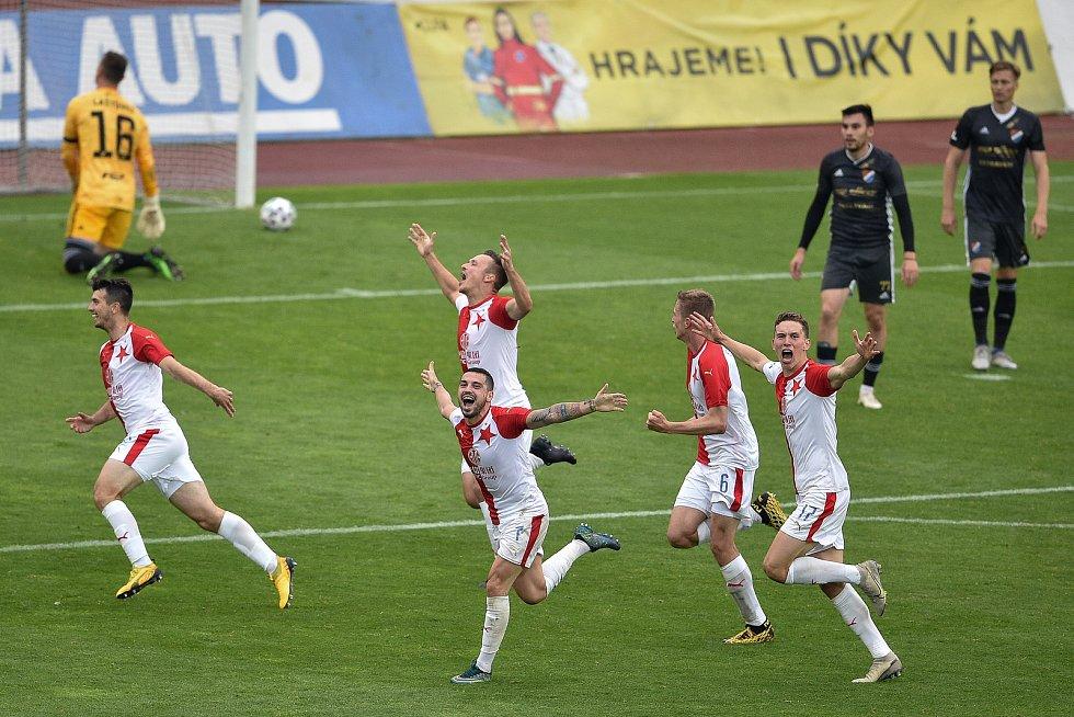 Utkání 29. kola první fotbalové ligy: FC Baník Ostrava - SK Slavia Praha, 10. června 2020 v Ostravě. Radost Slávie (střed) Lukáš Masopust ze Slavie.