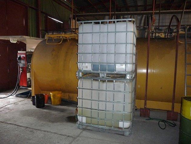 Celníci zajistili desetitisíce litrů nezdaněných minerálních olejů.