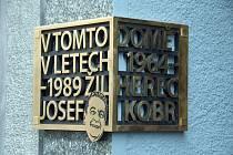 Pamětní deska herce a komika NDM Josefa Kobra.