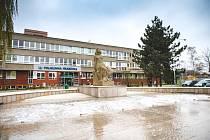 Zrekonstruovaná kašna v Ostravě-Hrabůvce podstoupila technickou zkoušku a předvedla vodní hladinu s efektem příboje.
