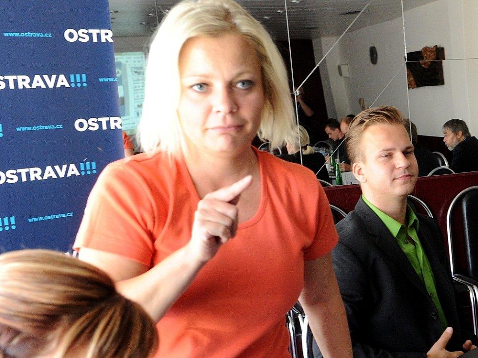 Lucie Paprsteinová na archivním snímku z tiskové konference k domácímu násilí.