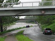 Zaplavené Havíčkovo nábřeží v centru Ostravy.