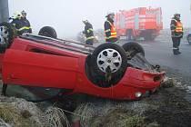 K řadě nehod museli v pondělí po ránu vyjíždět hasiči v celém Moravskoslezském kraji.