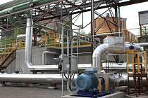 První etapu ekologického projektu odsíření koksárenského plynu v koksovně dokončí v huti v posledním srpnovém týdnu. Na snímku takzvaná mezinádrž k zachytávání vypíracího roztoku, který slouží k čištění koksárenského plynu.