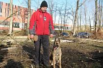 Miroslav Macura přijel nedávno do Frýdku-Místku. Přilákal ho Memoriál Radomíra Kuly, který nakonec vyhrál. Na snímku se svým psem.