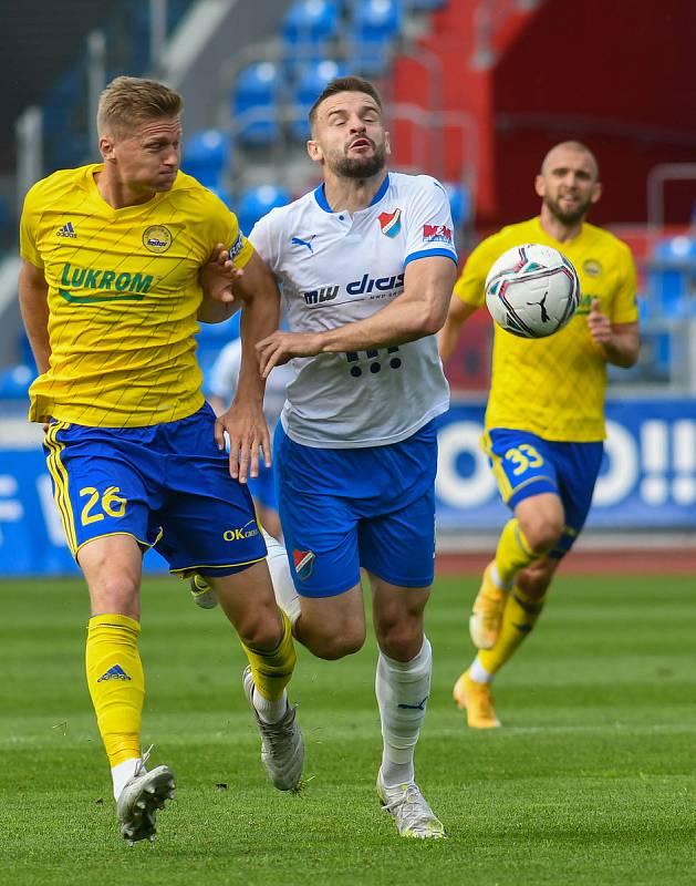 Fotbalisté Baníku Ostrava bojovali 15. května 2021 v utkání 32. ligového kola se Zlínem. Domácí Tomáš Zajíc a Václav Procházka.