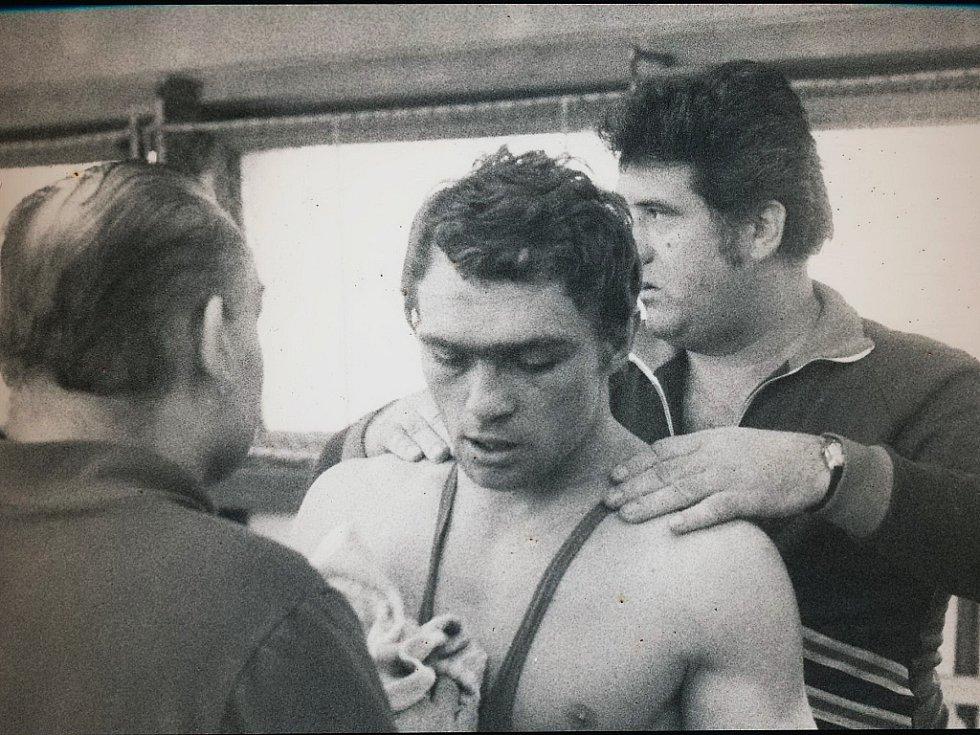 Vítězslav Mácha se svým trenérem Kamilem Odehnalem (vlevo) a masérem Josefem Zahradníkem.
