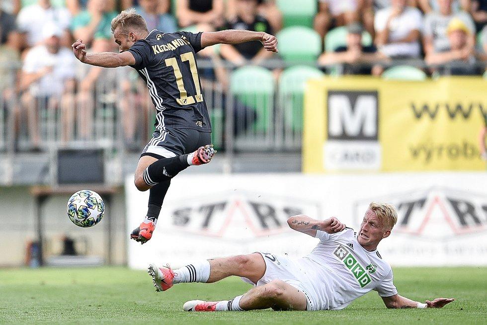 Utkání 2. kola první fotbalové ligy: MFK Karviná - Baník Ostrava, 22. července 2019 v Karviné. Na snímku (zleva) Nemanja Kuzmanovič a Michal Petráň.