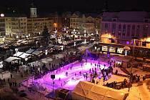 Umělé kluziště na Masarykově náměstí v Ostravě.