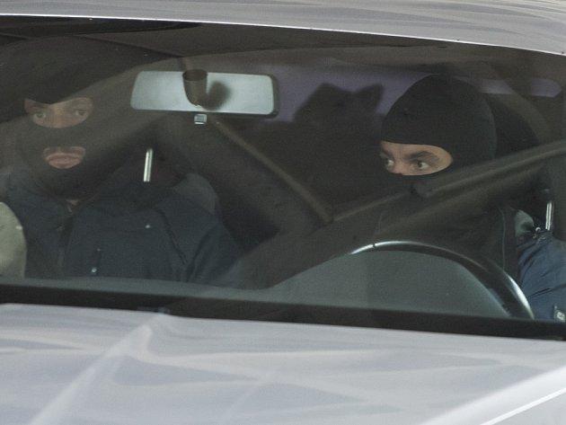 O vzetí do vazby dvou vysoce postavených policistů a jednoho podnikatele obviněných v korupční kauze týkající se klientelistických vazeb na Olomoucku rozhodl Okresní soud v Ostravě.