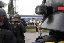 Na fotbalové fanoušky dohlédli policisté.
