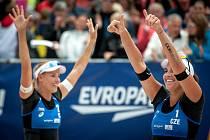 Turnaj Světového okruhu v plážovém volejbalu - zápasy play off, 23. června 2018 v Ostravě. Na snímku (zprava) Barbora Hermannová a Markéta Sluková.