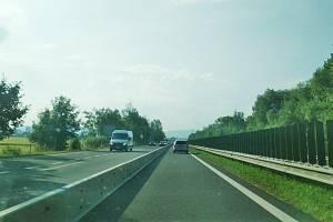 Celé roky bojují obce kolem dálnice D56 o snížení počtu aut. Dočkají se?