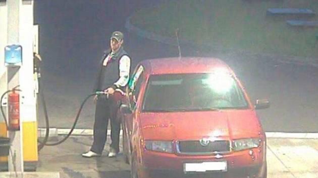 Poznáte řidiče, kteří za natankované palivo neplatí?