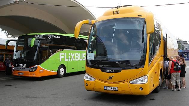 Autobusem z Brna do Prahy? Flixbus obnovuje provoz, RegioJet už jezdí