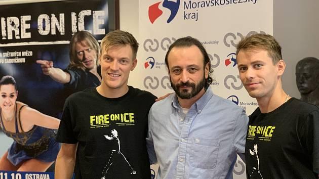Fire on Ice bude bez Jozefa Sabovčíka, ale Tomáš Verner (vlevo), Ilja Averbuch (uprostřed) a Michal Březina věří, že i na dálku ucítí všechny emoce z Ostravar Arény.