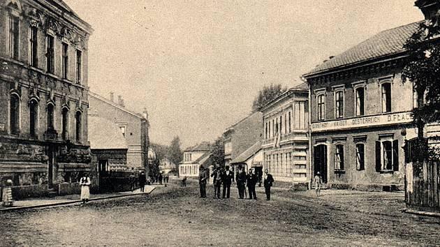 Sál přívozského hostince U císaře rakouského sloužil k pořádání plesů, divadelních představení a jako cvičebna pro sportovce. Hostovaly zde i cirkusy.