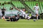 Utkání 1. kola fotbalové Fortuna ligy: MFK Karviná - FC Baník Ostrava, 23. srpna 2020 v Karviné. Ondřej Šašinka z Ostravy a Filip Twardzik z Karviné.