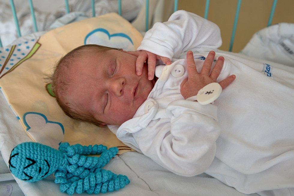 Petr Pánek, narozen 3. května 2021 v Karviné, míra 47 cm, váha 2990 g. Foto: Marek Běhan