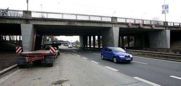 Dva vytížené dvojmosty ze sedmdesátých let minulého století nad Rudnou ulicí a Polaneckou spojkou projdou vpříštích letech rozsáhlou rekonstrukcí.
