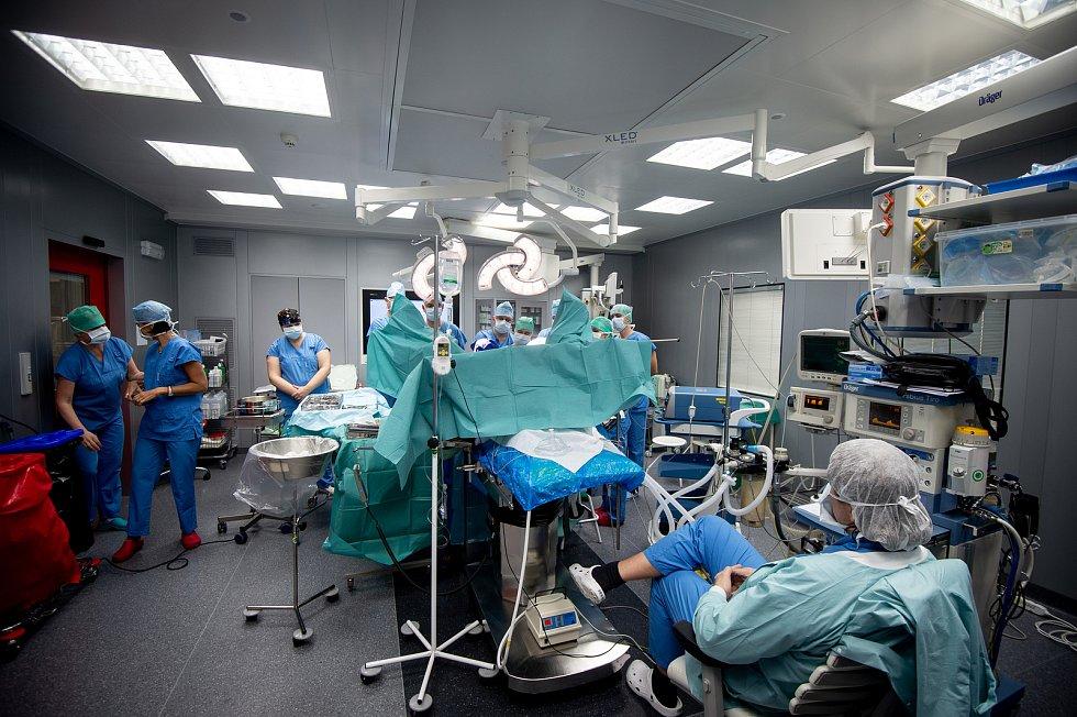 Unikátní plastický zákrok rekto-vaginální píštělí provedl v nemocnici v Ostravě-Vítkovicích 17. ledna 2020 italský lékař Gabriele Naldini.