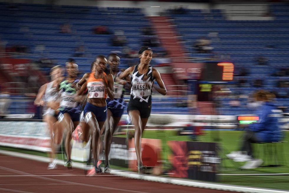 Zlatá tretra Ostrava - 59. ročník atletického mítinku, 8. září 2020 v Ostravě. Závod 5000m ženy - (vpravo) Sifan Hassan.