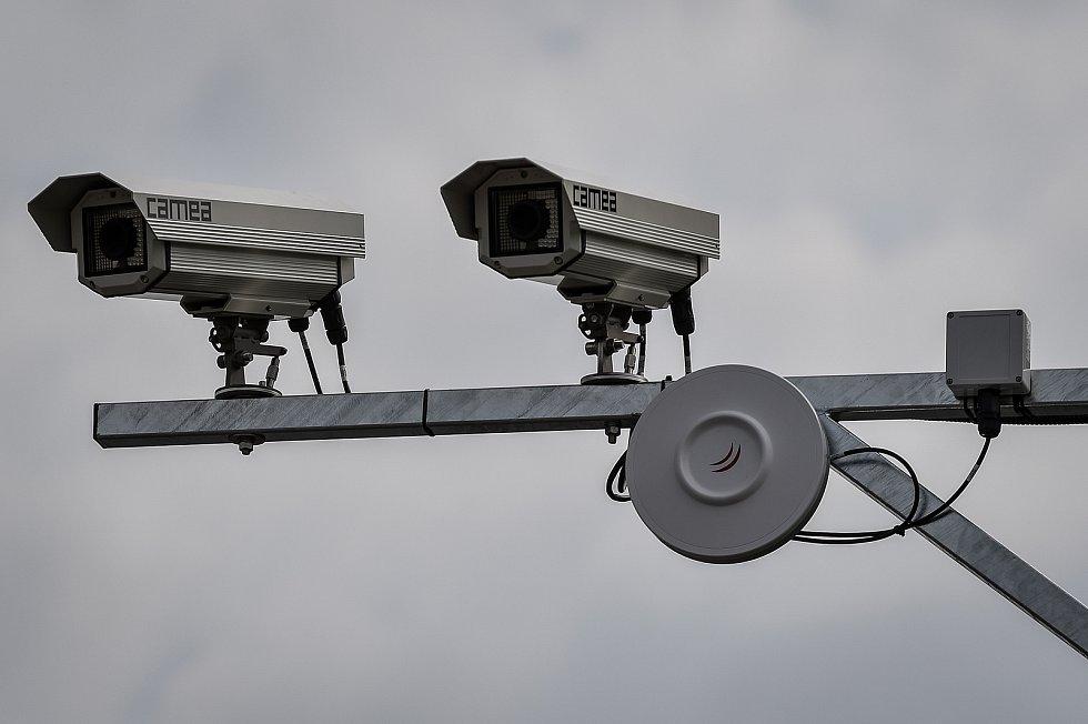 Nový radar který hlídá jízdu na červenou na Rudné ulici (mezi ulicemi Plzeňská a Závodní) v Ostravě, 28. května 2020.
