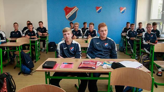 Slavnostní zahájení prvního středoškolského ročníku obor ekonomika a sport na ZŠ Bohumíra Dvorského v Ostravě-Jihu.