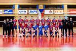 Na začátku bylo společné focení, pak začala tvrdá dřina. Čeští volejbalisté se na mistrovství Evropy, které na začátku září hostí Ostrava, připravovali minulý týden v Pelhřimově. Tento týden trénují v Hradci Králové.