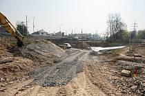 Na propojení ulic Plzeňské a Pavlovovy v Zábřehu se pracuje od loňského června. Práce a s nimi spojené dopravní omezení mají být ukončeny v prosinci.