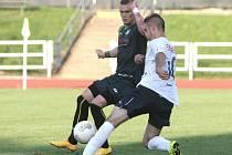 Dominik Špavelko (vlevo) zatím stále nastupuje v dresu Petřkovic.