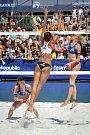 Turnaj Světového okruhu v plážovém volejbalu, 21. června 2018 v Ostravě. Na snímku Wachowicz (v bílém), proti Markéta Sluková a Barbora Hermannová.