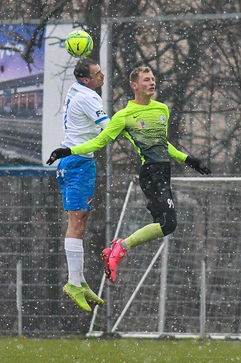Fotbalisté Baníku Ostrava prohráli přípravné utkání s druholigovým Prostějovem 0:1. (6. ledna 2021, Ostrava). Na snímku v bílém Oleksandr Azackij.