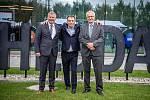 Společnost Magna Energy Storage (MES) otevřela v průmyslové zóně po bývalém černouhelném Dole František továrnu na výrobu vysokoenergetických akumulátorů HE3DA, 17. září 2020 v Horní Suché. (zleva) spolumajitelé společnosti HE3DA Vladimír Jirka, Spolumaji