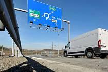 Mosty na dálničním přivaděči na tzv. Prodloužené Místecké už jsou po opravě opět v provozu.