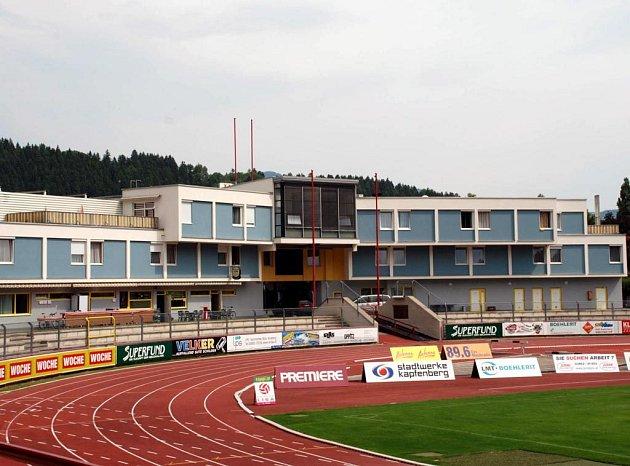 Místem pobytu foitbalistů je Sporthotel Grabner a sousední stadion v Kapfenbergu